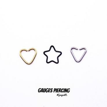 Small black star earrings