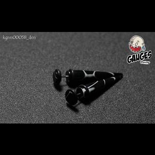 Earrings fake black white corrugated dilatation